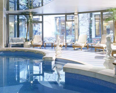 10 spas paris le spa des thermes du royal monceau for Piscine 75008